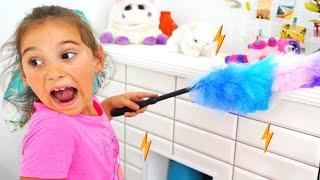 Аня играет с новыми игрушками  Baby Born и показывает Правила поведения для детей