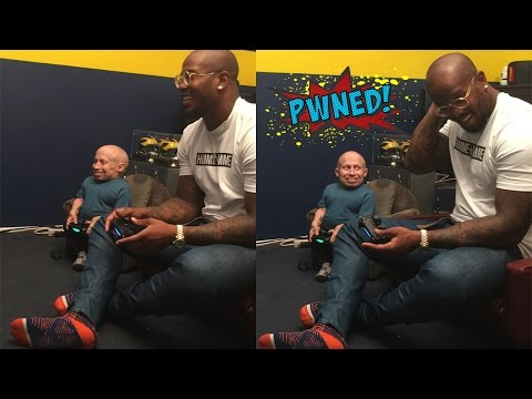 Von Miller of the Denver Broncos VS. Verne Troyer playing NBA 2K15 - PWNED!