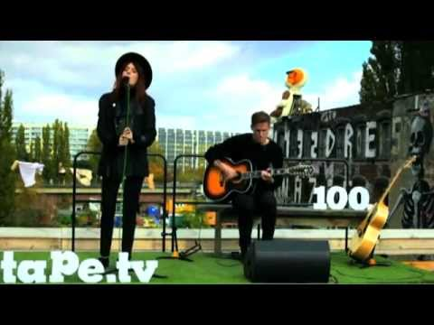 Florence + the Machine: Shake It Out (Unplugged) - ON THE ROOFTOP Tape.tv