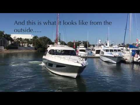 Manoeuvring the Riviera 4800 Sport Yacht