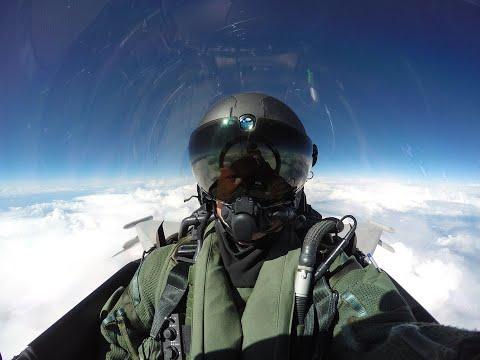 Новый шлем летчика позволяет видеть сквозь самолет
