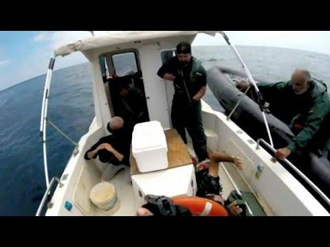 شاهد: الشرطة الإسبانية تلقي القبض على عصابة لتهريب المخدرات قادمة من المغرب…  - نشر قبل 2 ساعة