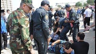 Gəncədə İcra Hakimiyyətinin qarşısında aksiyada 2 polis zabiti bıçaqlandı - CANLI YAYIM TƏKRARI