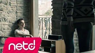 Смотреть клип Umut Kuzey Feat. Ömür Gedik - Dokun Bana