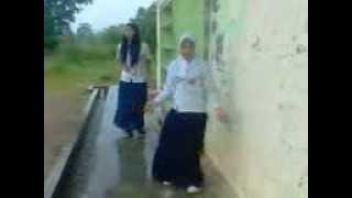 Download Video Smp 4 berau = bergoyang bersma andi nurhidayah vs miranda MP3 3GP MP4
