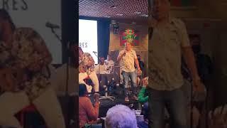 Leonardo Bessa e Xande de Pilares cantam Sufoco no Bar da Alcione-RJ