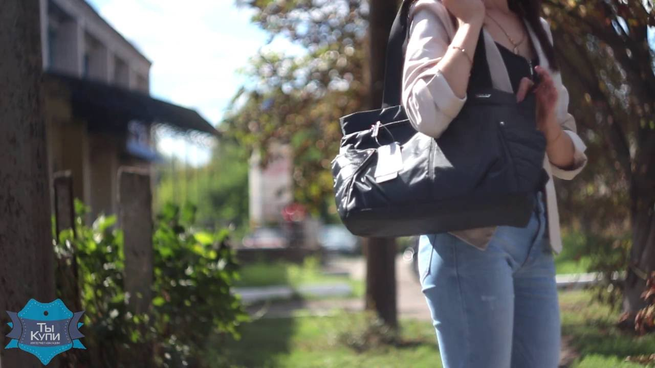Купить или заказать джинсовая сумка в интернет-магазине на ярмарке мастеров. Сумка на длинной лямке для ношения через плечо. Высота сумки 17 см. , ширина 27 см. , ширина дна 4 см. Внутри одно отделение и кармашек. Закрывается на молнию. Длинна лямки регулируется. Передняя стенка.
