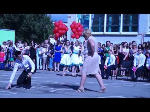 Выпускники 17 школы Харькова 2015 танцуют на последнем звонке