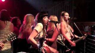 Merry go Round live by the JaneDear girls