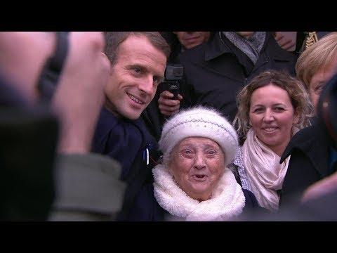 المرأة العجوز وموقف طريف مع #ميركل و #ماكرون  #بي_بي_سي_ترندينغ  - 18:55-2018 / 11 / 14