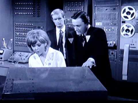 "Nice Blonde Radar Operator / "" Secretary "" 1 / 2 : "" The Man From U.N.C.L.E. "" TV Show"