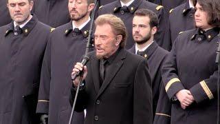 Johnny Hallyday chante une chanson en hommage aux victimes place de la République a P