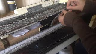 Частичное Вязание на вязальной машине / Видео