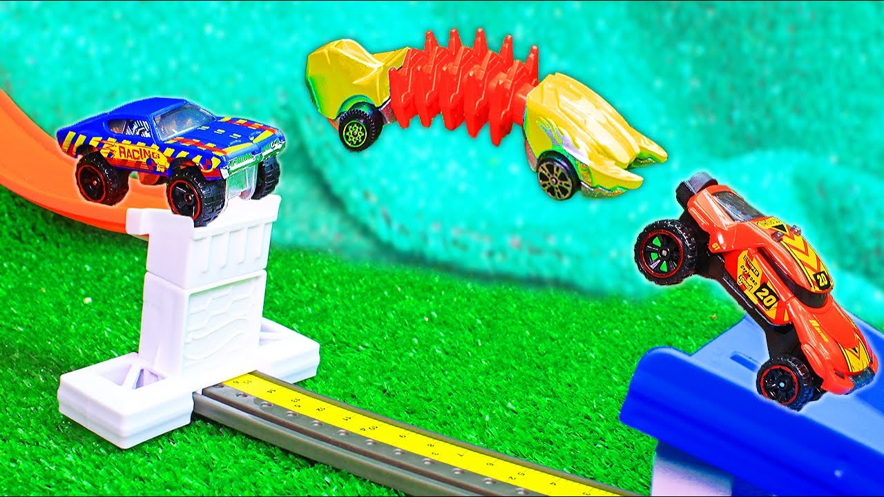 Hot Wheels High Jump - Stunts of cars in Flight and ski jumping Cars Cars lab. Jumping and spinning