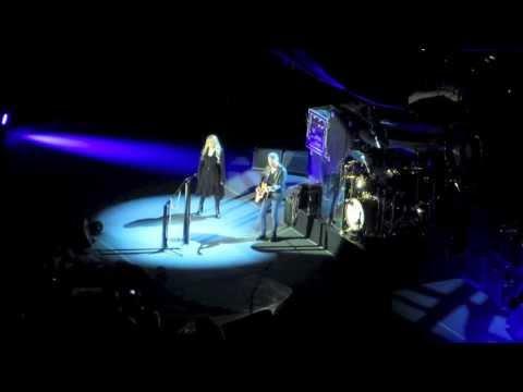 Fleetwood Mac - Landslide (O2 Arena 27/09/13)