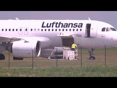 إجلاء ركاب طائرة لوفتهانزا بعد بلاغ من مجهول عن وجود قنبلة على متنها…  - نشر قبل 3 ساعة