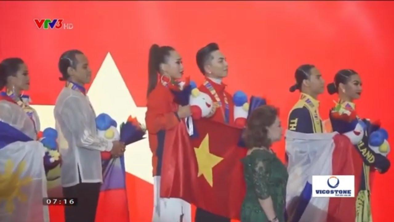 Sau tấm huy chương vàng Dancesport VN tại SEA Games 30 - Phan Hiển - Nhã Khanh cùng HLV Khánh Thi.