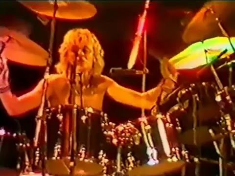 27. Saturday Night's Alright For Fighting (Queen In Earls Court: 6/6/1977) [Filmed Concert] from YouTube · Duration:  2 minutes 20 seconds