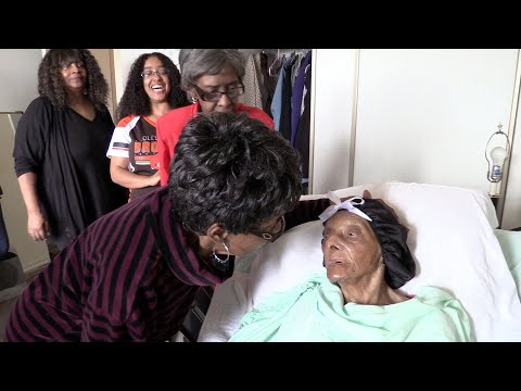 Oldest person in U.S. celebrates 114th birthday: Cleveland Heights' Lessie Brown