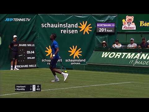 Monfils hits unreal No-Look Flick winner in Halle