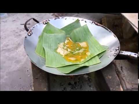 ไข่ทอดใบตอง สูตรสาวอีสานบ้านทุ่ง-Fried eggs on a banana leaf