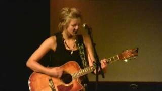 Singer Songwriter Malin Andersson - New Day