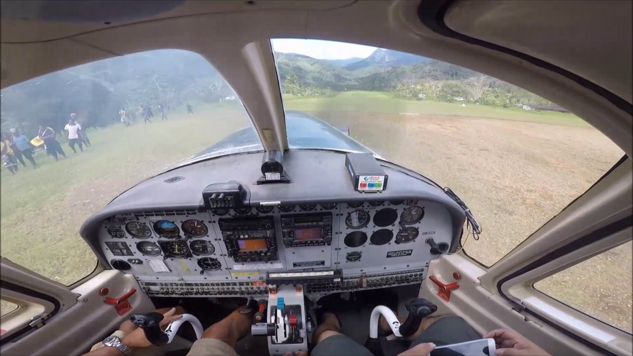 PNG flying PAC 750