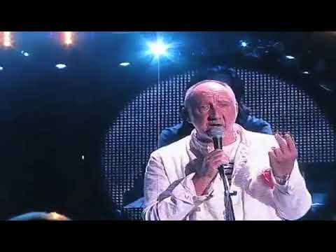 Pete Townsend gets pissed off at fan