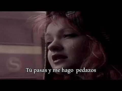 Cyndi Lauper -  I Fall To Pieces Subtitulada en español
