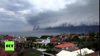 Цунами из облаков накрыло побережье Австралии(С пляжа Бонди, который находится около Сиднея, можно было наблюдать завораживающее природное явление –..., 2015-11-06T08:47:40.000Z)