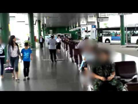 จุดจอดรถตู้ อาคาร Bus Terminal สนามบินสุวรรณภูมิ