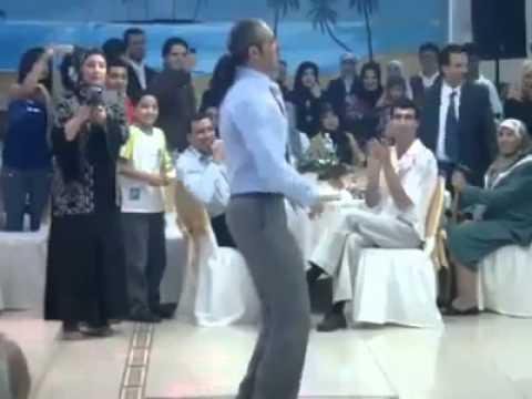 شاب يرقص مثل البنات thumbnail