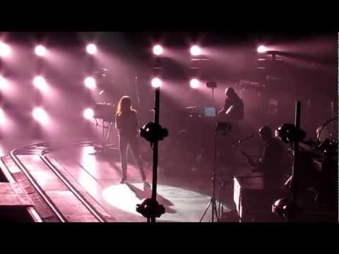 Peter Gabriel & Leslie Feist  Don't Give Up  12 Oct 2012  Mohegan Sun Arena, Ucasville, CT.