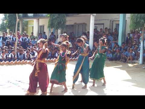 Gumpu Gumpu chuttala neriyalo school complext kistapur students dance in 26 janvari