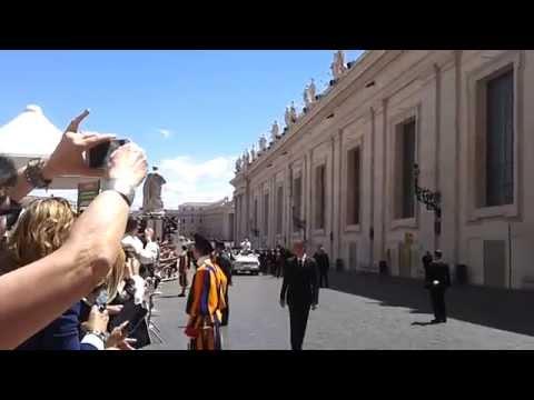 Papa Francisco entrando a Santa Marta