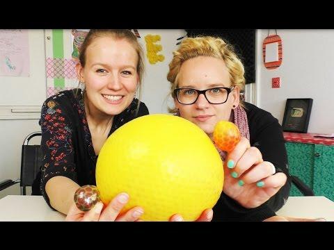 Der (vielleicht) größte Antistress Ball der Welt | Eva & Kathi machen einen Orbeez Ball 3,5 Litern