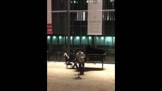 長崎大学教育学部の学生さんの演奏です。 サックス岩田偉(いわたすぐる)...