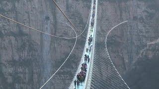 Glasbodenbrücke in China: Über dem Nichts