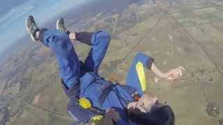 Парень спас парашютиста, потерявшего сознание во время прыжка