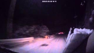 雪道をノーマルタイヤでスリップ!スピン崖に激突1回転!