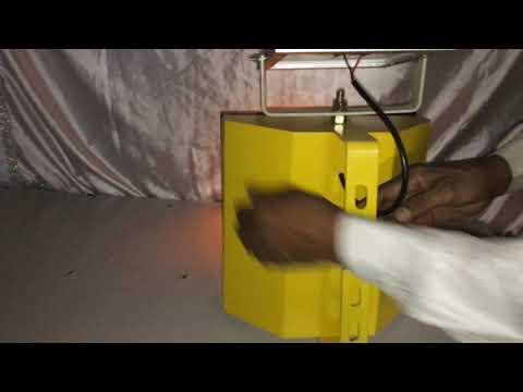 Demonstration of solar traffic blinker 200 mm Metal body(led's).