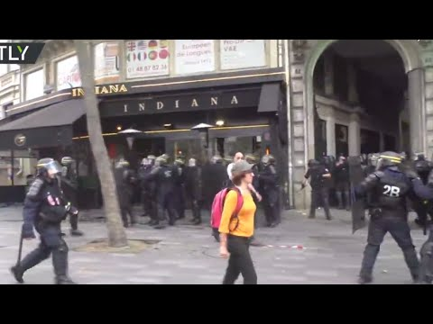 Clashes & tear gas as trade unions protest labor reforms in Paris (streamed live)