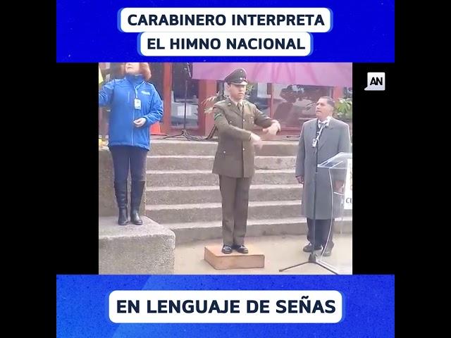 Carabinero interpreta el himno nacional en lenguaje de señas
