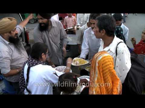Free food for the needy by Jab Jab Sewa NGO, Delhi