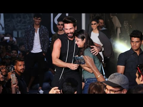 Shahid Kapoor dances among crowd, fans go crazy; Watch Video | Filmibeat