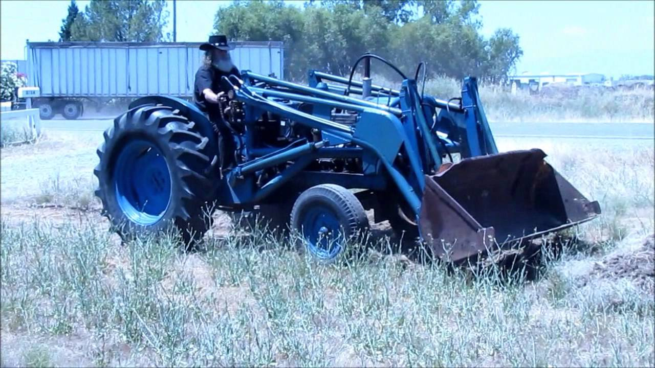 1957 Fordson Major Diesel Tractor : Fordson power major le fuzzy youtube