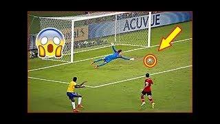 Las Salvadas de Gol mas Increíbles de la Copa Mundial de Fútbol = NIVEL CRACKS