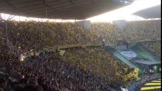 Festa das torcidas de Borussia Dortmund e Bayern Munique