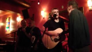 Les Fils de Joie - Meme les petites filles me jettent des pierres -  Olivier live unplugged