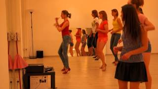 Уроки кизомбы в Boombox - женский стиль от Дарьи Горбуновой(Элементы женского стиля в кизомбе на занятиях в школе танцев Boombox: http://cubansalsa.ru/content/kizomba.php., 2014-07-14T10:18:40.000Z)